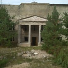 Tajemniczy budynek w środku lasu Brda